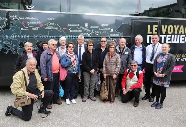Французы в Омске отправились в 40-дневный тур на автобусе по России