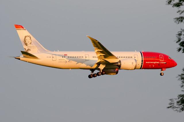 Norwegian Air Boeing 787-8 Dreamliner Sunset Scene