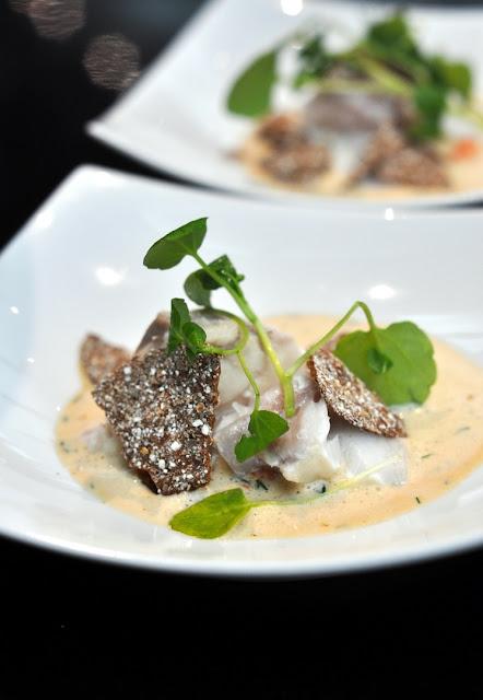 Kabeljau süß-sauer mit Flusskrebsragout und Knäckebrot