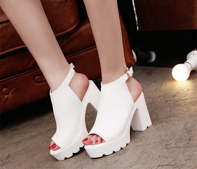 zapatos de plataforma con vestido corto