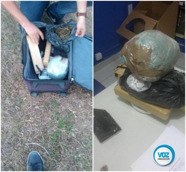 Maconha é encontrada dentro mala em terreno baldio em Goiana