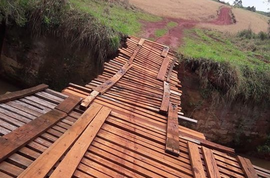 População reclama de ponte em situação precária