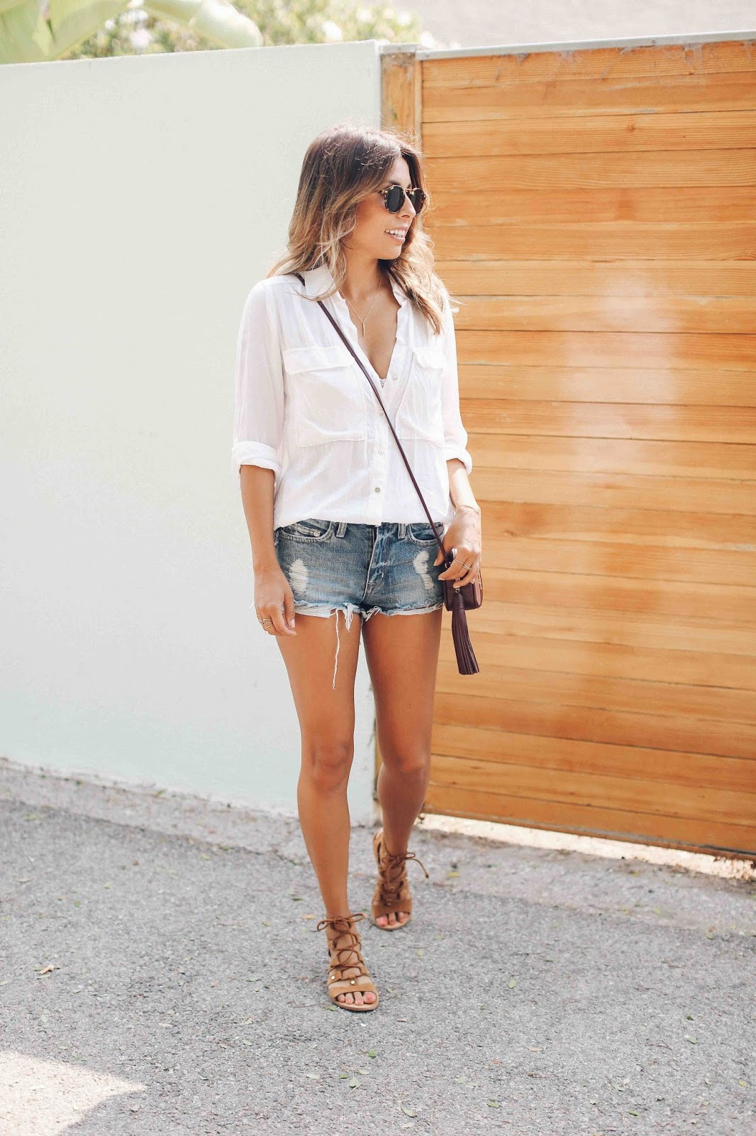 casual denim shorts and white tee outfit