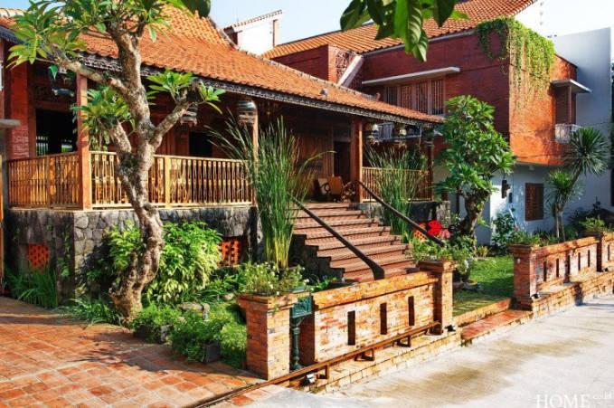 Irfan Hakim mempunyai rumah dengan desain bernuansa Jawa yang kental