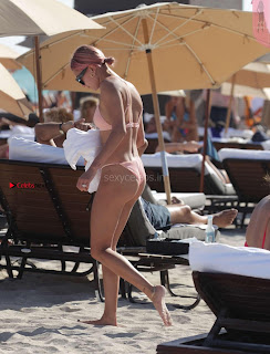 OMG+WOW+Sexy+Cleavages+Of+Hailey+Baldwin+in+Pink+Bikini+Jan+2018+SexyCelebs.in+Exclusive+022.jpg