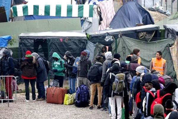 Migrants Begin Leaving Calais 'Jungle' Camp
