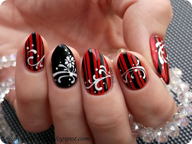 Czerwone W Czarne Paski Paznokcie Lucy Nails