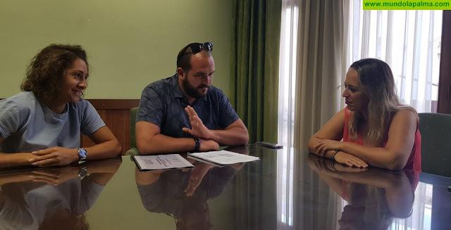 El Cabildo y el colectivo Seroja Cultura estudian acciones para reactivar la lectura y creatividad en los institutos de la isla