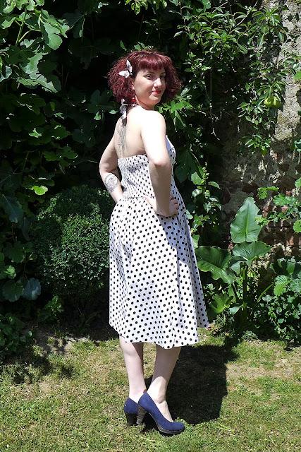 robe à pois lindy bop, barrette papillon, escarpin tamaris