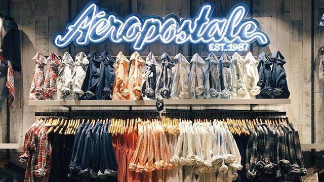 Mercadorias nas lojas Aéropostale em Miami