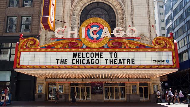 Chicago Theatre no outono em Chicago