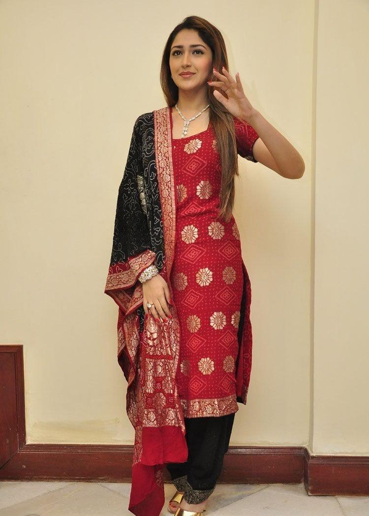 'Shivaay' actress Sayesha Saigal Full HD Photos, PhotoShoot & Wallpapers For Free Download