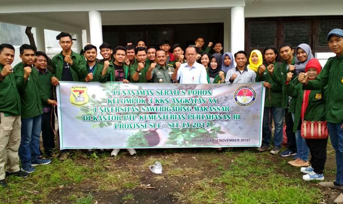 Mahasiswa KKN Unsa Makassar Tanam Pohon di Kementerian Pertahanan Sulsel