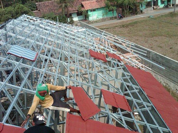 pemasangan baja ringan di bandung atap 081394632893