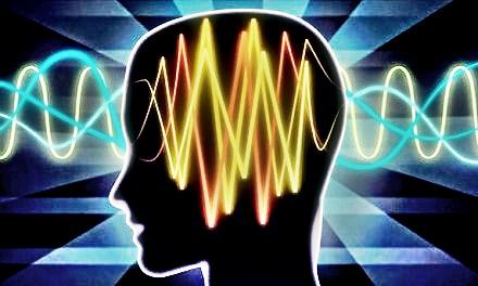 Hay voces que les gusta susurrar palabras en el oído de vez en cuando