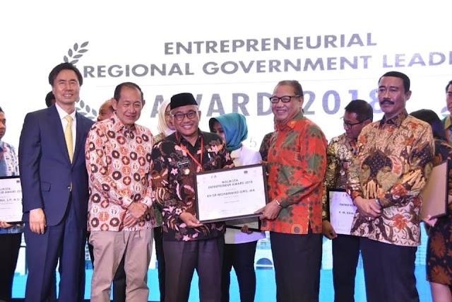 Mohammad Idris Raih Penghargaan Walikota Entrepreneur Award 2018