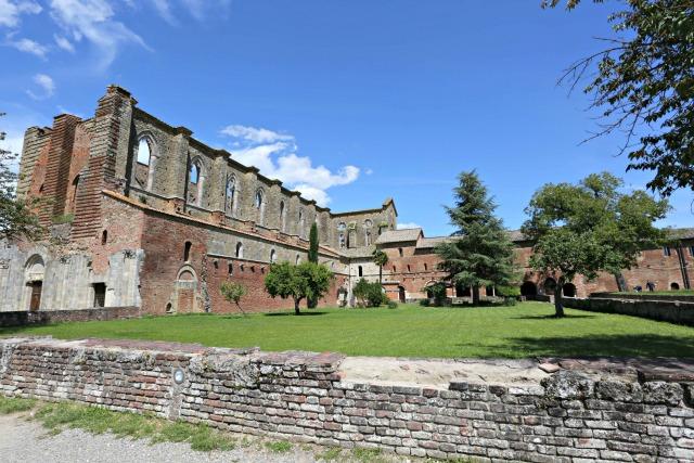 verlassenes Kloster San Galgano in der Toskana