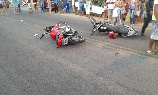 Delmiro Gouveia: Colisão entre  motos no Bairro Bom Sossego, deixa duas pessoas feridas