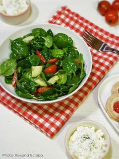 Salata de spanac cu perle de branza cu marar
