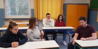 Συγκλονίζει το βίντεο των Ελλήνων μαθητών στη Γερμανία: «Κλείνουν τα σχολεία μας»