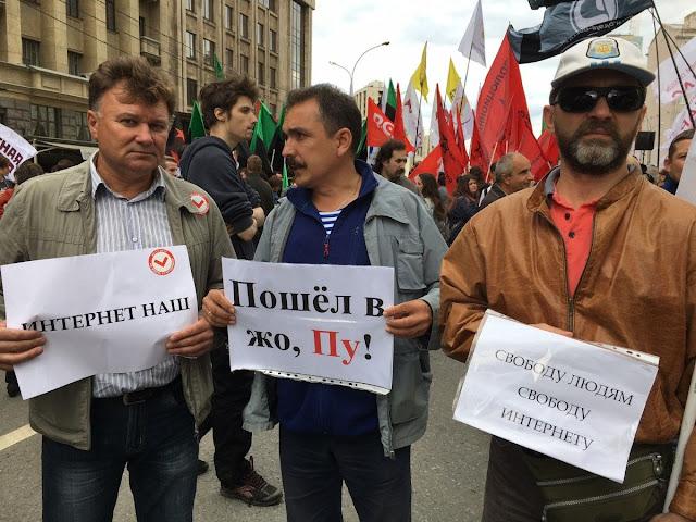 «Наше будущее хотят заблокировать»: тысячи людей протестуют против цензуры интернета в России — The New York Times