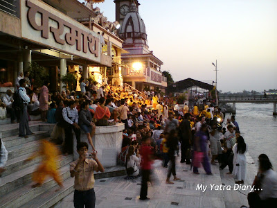 People assembling for the evening aarti at the Parmarth Niketan Ashram In Rishikesh