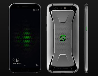 Spesifikasi Xiaomi Blackshark     Sebagai permulaan, melalui situs media sosial terkenal asal China Weibo, CEO Black Shark mengadakan sebuah lucky draw bagi tiga orang pengguna media sosial tersebut yang akan beruntung mendapatkan masing-masing sebuah smartphone Black Shark.  Selain diketahui menggunakan Snapdragon 845, beberapa kemungkinan spesifikasi dari smartphone gaming Black Shark ini diantaranya adalah akan memiliki layar dengan resolusi FullHD+ dengan rasio kekinian 18:9. Kemudian kinerja smartphone ini akan didukung dengan RAM sebesar 8GB dan penyimpanan internal sebesar 32GB.   Bentang layar yang ditawarkan oleh smartphone gaming pertama Xiaomi ini juga cukup lapang dengan diagonal seluas 5.99 inchi. Layar tersebut membawakan aspek rasio 18:9 kekinian dengan didukung fitur Eye care mode dan kecerahan 550 nits. Panel layar Xiaomi Black Shark mengadopsi IPS LCD Capacitive Touchscreem dengan kedalaman hingga 16 juta warna serta mengusung resolusi 1080 x 2160 pixels. Layar lapangnya mampu menghasilkan kualitas gambar jernih dan tajam dalam kerapatan 403 ppi per inchinya. Bahkan permukaan layarnya juga mendukung multitouch responsif serta telah berbekal lapisan anti gores Corning Gorilla Glass juga lapisan kaca 2.5D Curved Glass.   Kelebihan     Perpaduan body metal serta konsep full screen membuat tampilan Xiaomi Blackshark ini semakin elegant dan berkelas Dukungan jaringan 4G LTE sehingga saat digunakan untuk internetan akan lebih cepat tanpa terkendala lelet Tak hanya itu saja juga dilengkapi dengan LED Notifikasi yang akan memberitahukan ketika ada pesan atau panggilan baru masuk Terlebih lagi juga dilengkapi dengan fingerprint untuk lebih menjaga keamanan dari tangan tangan jahil sekitar, pasalnya hanya penggunaya saja yang bisa mengaksesnya