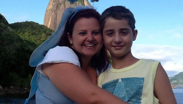 João Pedro tinha 05 anos foi diagnosticado com tumor cerebral aí começa a luta contra o cancer com 10 anas realizou seu sonho no Rio de janeiro