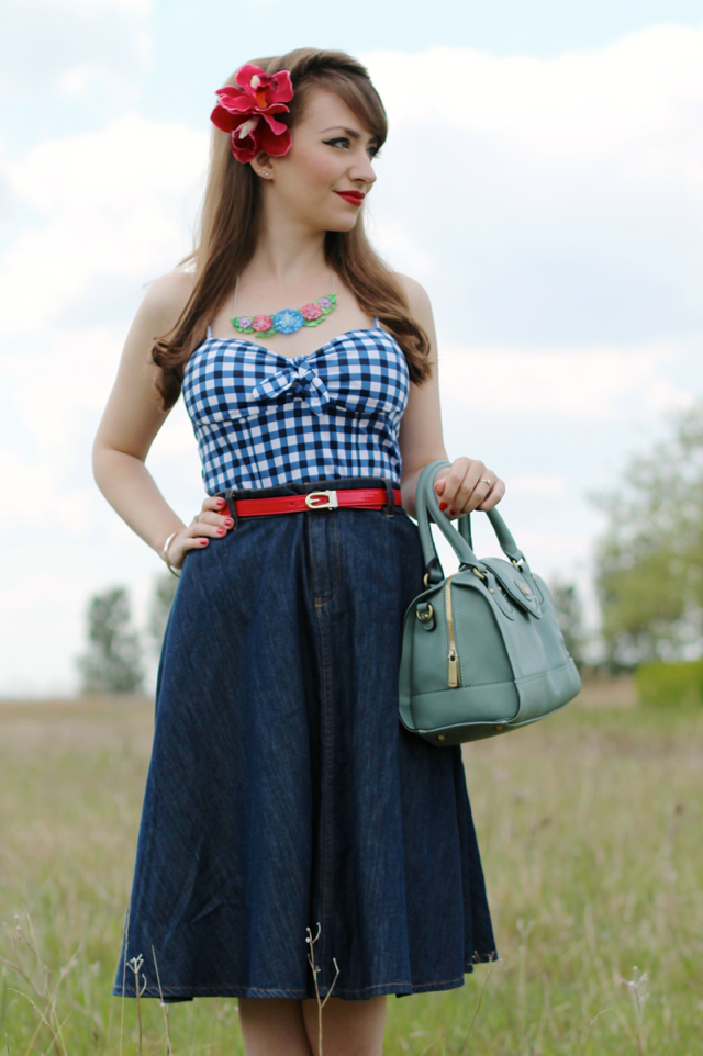 Casual 50s inspired outfit with Erstwilder Harmonious Hydrangea necklace