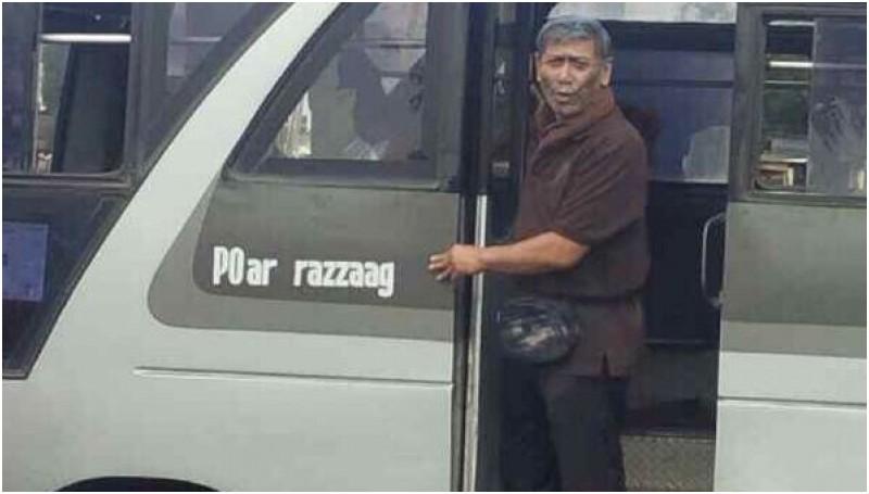 Wiranto saat menyamar menjadi kondektur bus kota