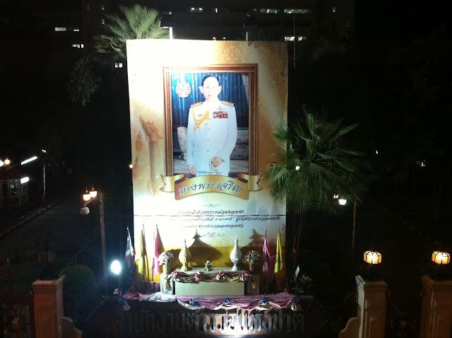 El Rey de Tailandia aparece por todos lados