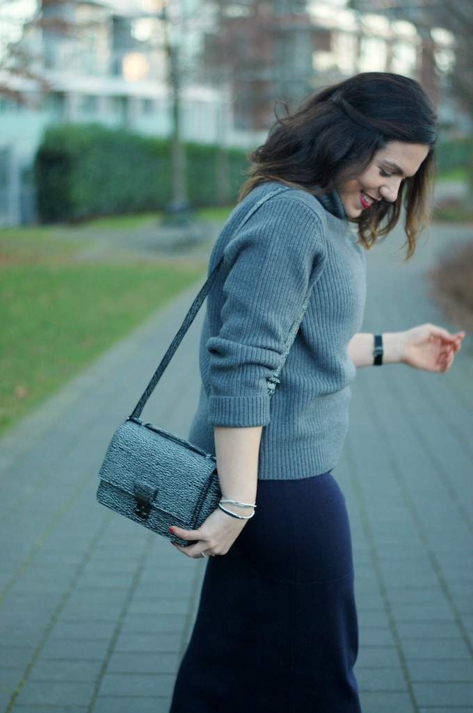 Turtleneck sweater and midi pencil skirt outfit idea