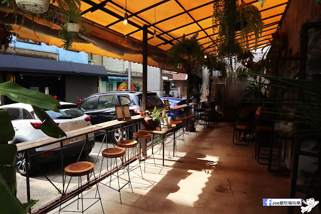 IMG 4757 - 【新竹美食】弄點咖啡COFFEE BAR -位於大遠百巷弄間的老屋咖啡廳,來這裡可以享受都市間的寧靜,甜點、飲品擺盤做工都非常的講究,價格也相當親民!