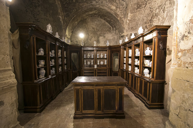 Farmacia nella chiesa di Santa Maria de Armenis-Matera