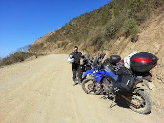 Pose para foto na companhia das motos.