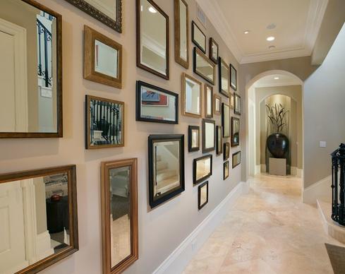 espelhos decorando corredor
