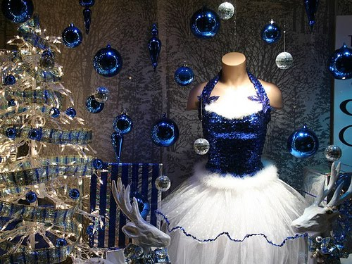 Holiday Retail Window Display Ideas - Specialty Store Services