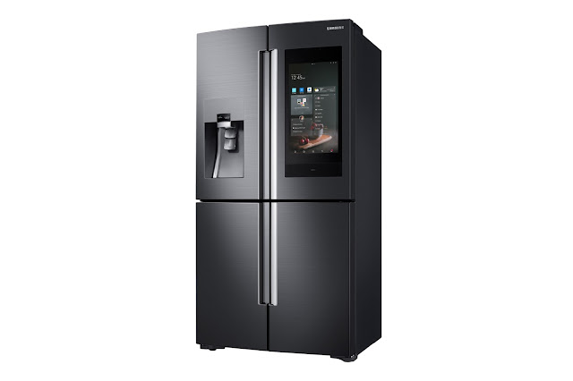 Samsung Family Hub refrigerator with Bixby voice control function