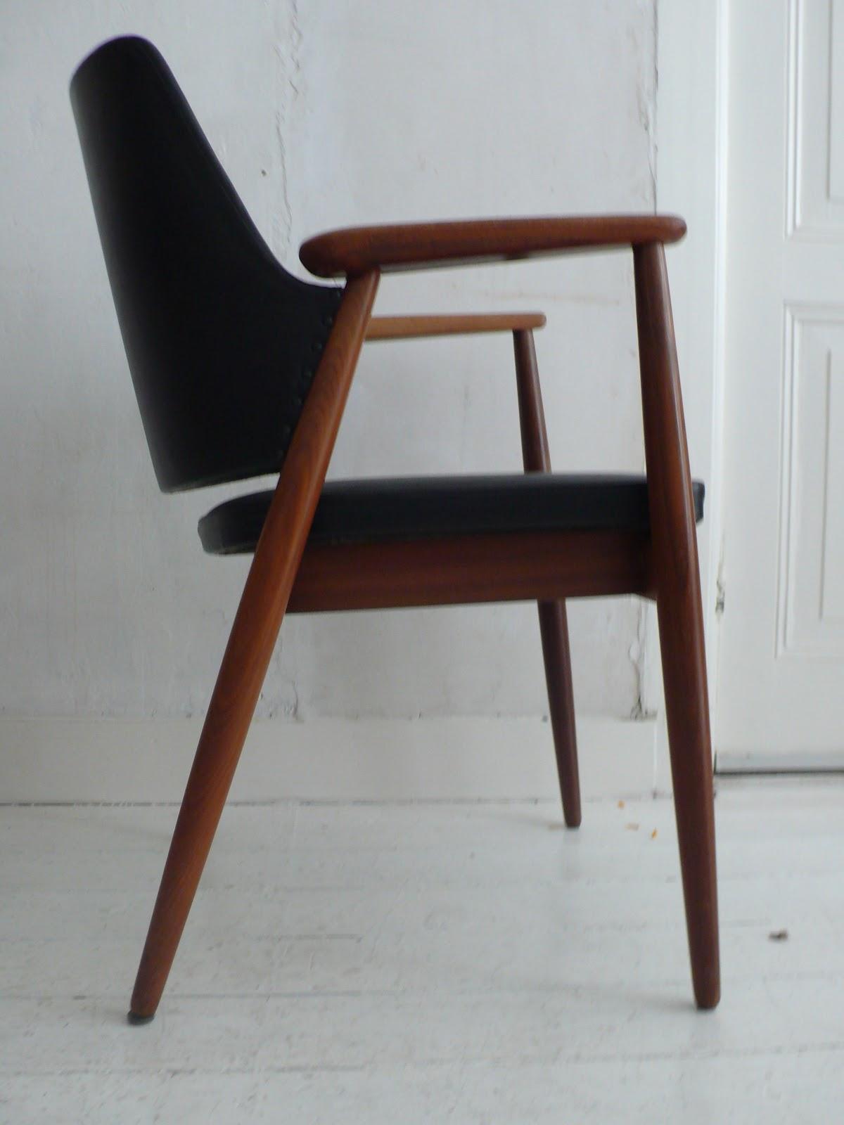 Victors Vintage Vondsten Teakhouten stoel met zwarte skai
