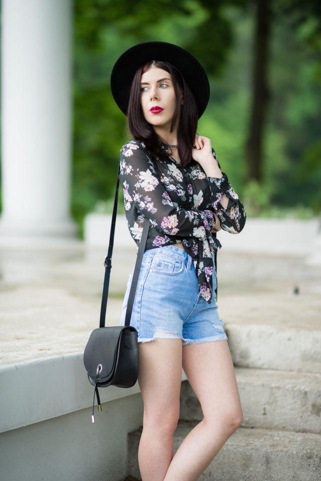 dżinsowe szorty Stradivarius | skarpetki do ciężkich butów | styl boho na lato | styl grunge | stylizacja boho z dżinsowymi szortami | blogerka w kapeluszu | stylizacja z kapeluszem | blogerka z Łodzi | blog modowy | blog szafiarski | blog boho