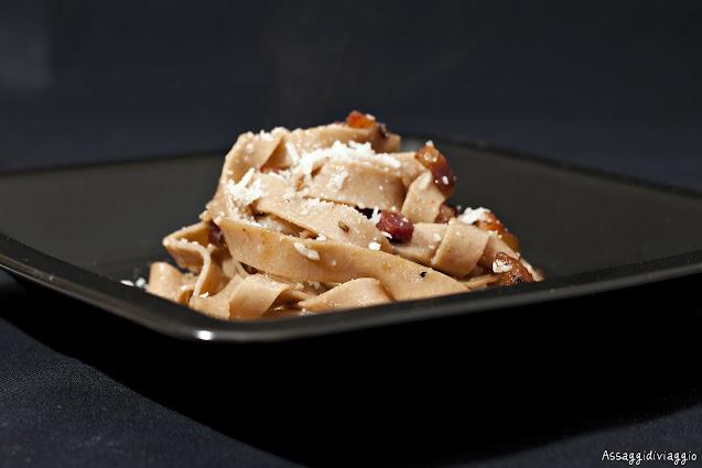Tagliatelle di castagne con pancetta e pecorino