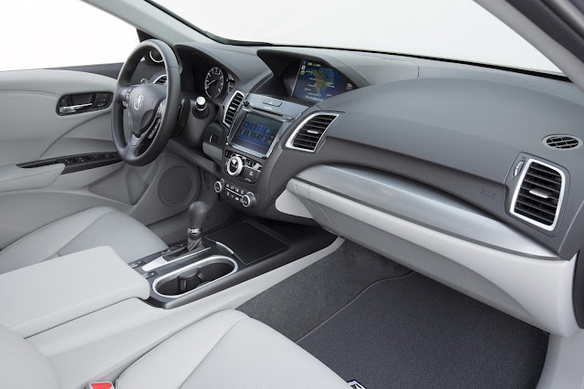 Interior view of 2017 Acura RDX with Advance