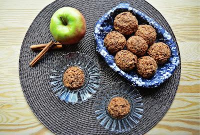 Gryczane muffiny z jabłkami i cynamonem