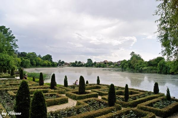 Palatul-Mogosoaia-Bucuresti-gradina-lac