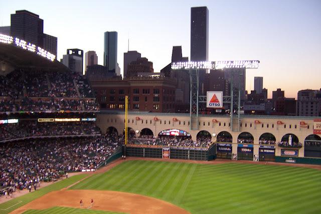 2017 World Series, the Houston Astros, social media and data usage - @Lihsa - 3 Geeks