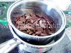 Vulcan de ciocolata preparare reteta briosa - topim la bain-marie
