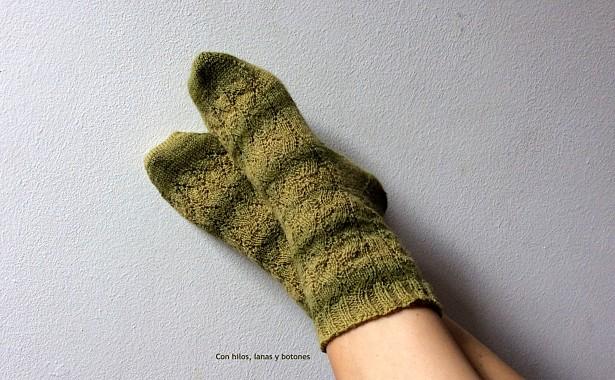 Con hilos, lanas y botones: calcetines tejidos (toe-up socks)