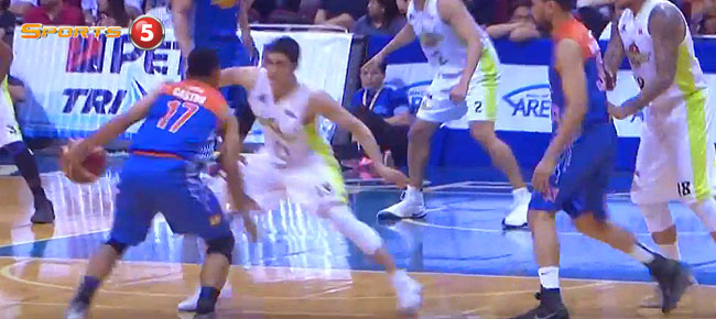 Jayson Castro's KILLER Crossover on Von Pessumal (VIDEO)