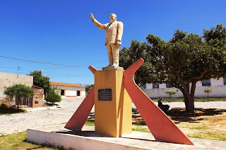 Resultado de imagem para monumento valdemar campielo em carnaubais