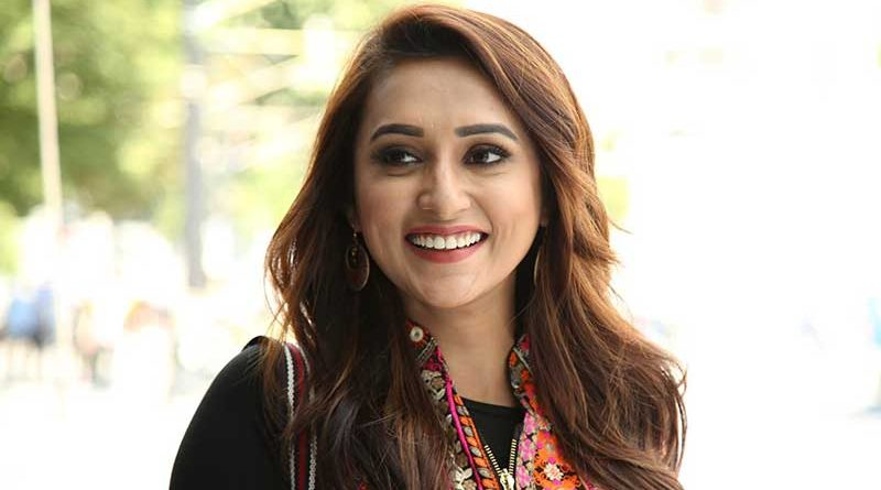 Bengali Actress Mimi Chakraborty to Debut in Politics, Checkout her Glamorous Photos